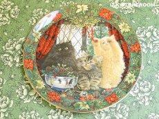 画像2: CH136 Royal Doulton Lesley Anne Ivory  レズリー・アン・アイボリー Cats in the window ウィンター ピクチャープレート  (2)