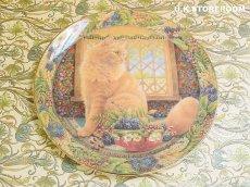 画像2: CH137 Royal Doulton Lesley Anne Ivory  レズリー・アン・アイボリー Cats in the window オータム ピクチャープレート  (2)